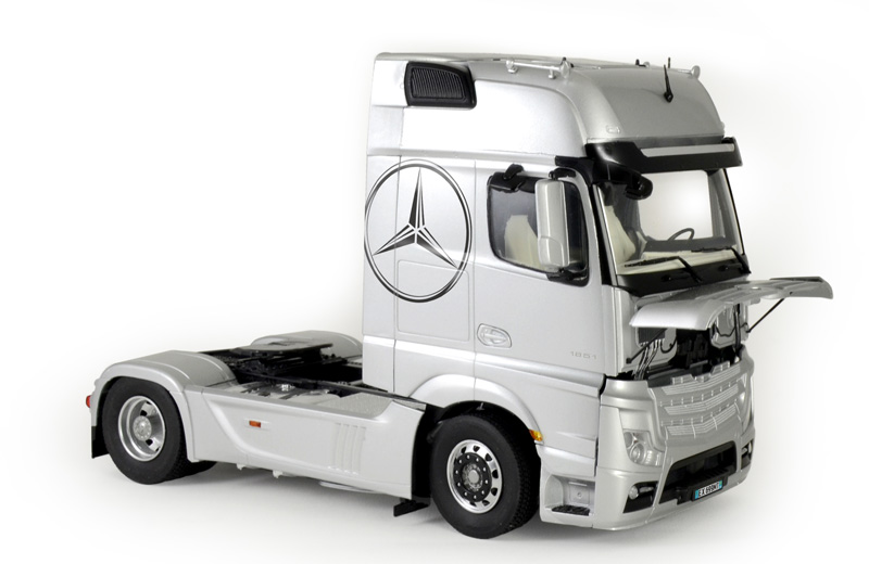 Italeri 1/24 Mercedes Benz Actros MP4 Gigaspace # 3905