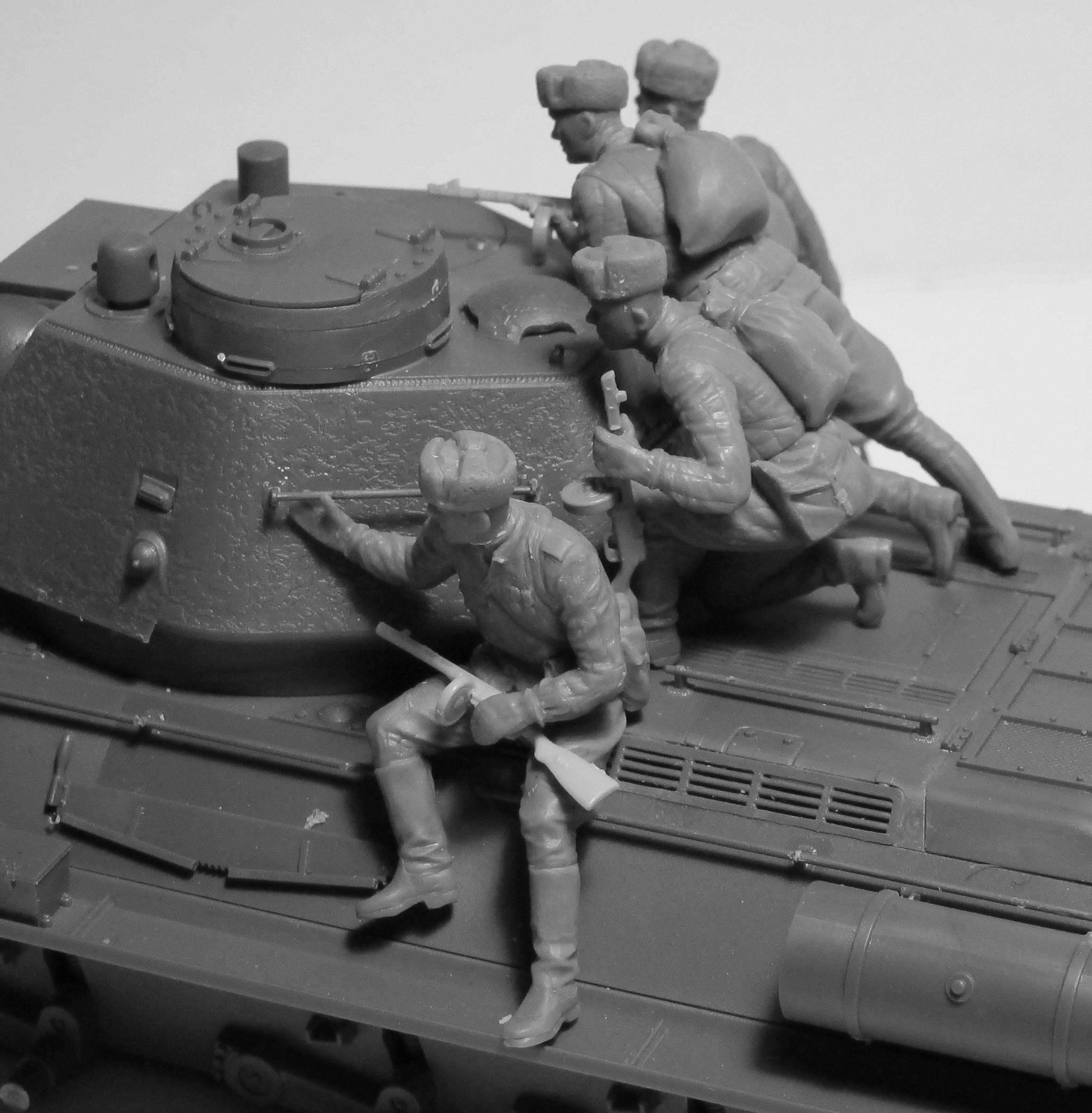 ICM 1/35 Russian/Soviet Tank Riders (1943-1945) (4 figures) (100% new molds) # 35640