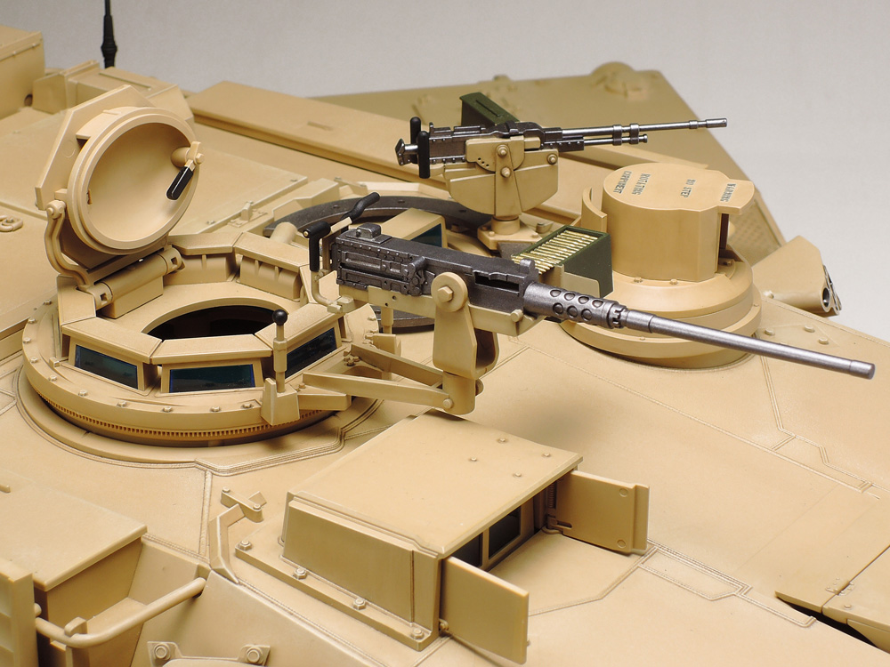 ★Features realistic depictions of the turret-mounted M2 and 7.62mm machine guns.