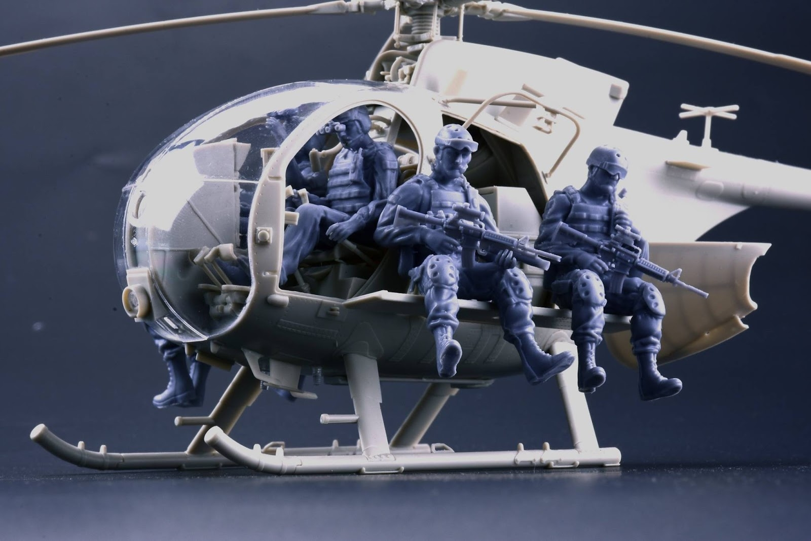 Kitty Hawk Model 1/35 Hughes AH-6J/MH-6J Little Bird Nightstalker with Figures # 50004