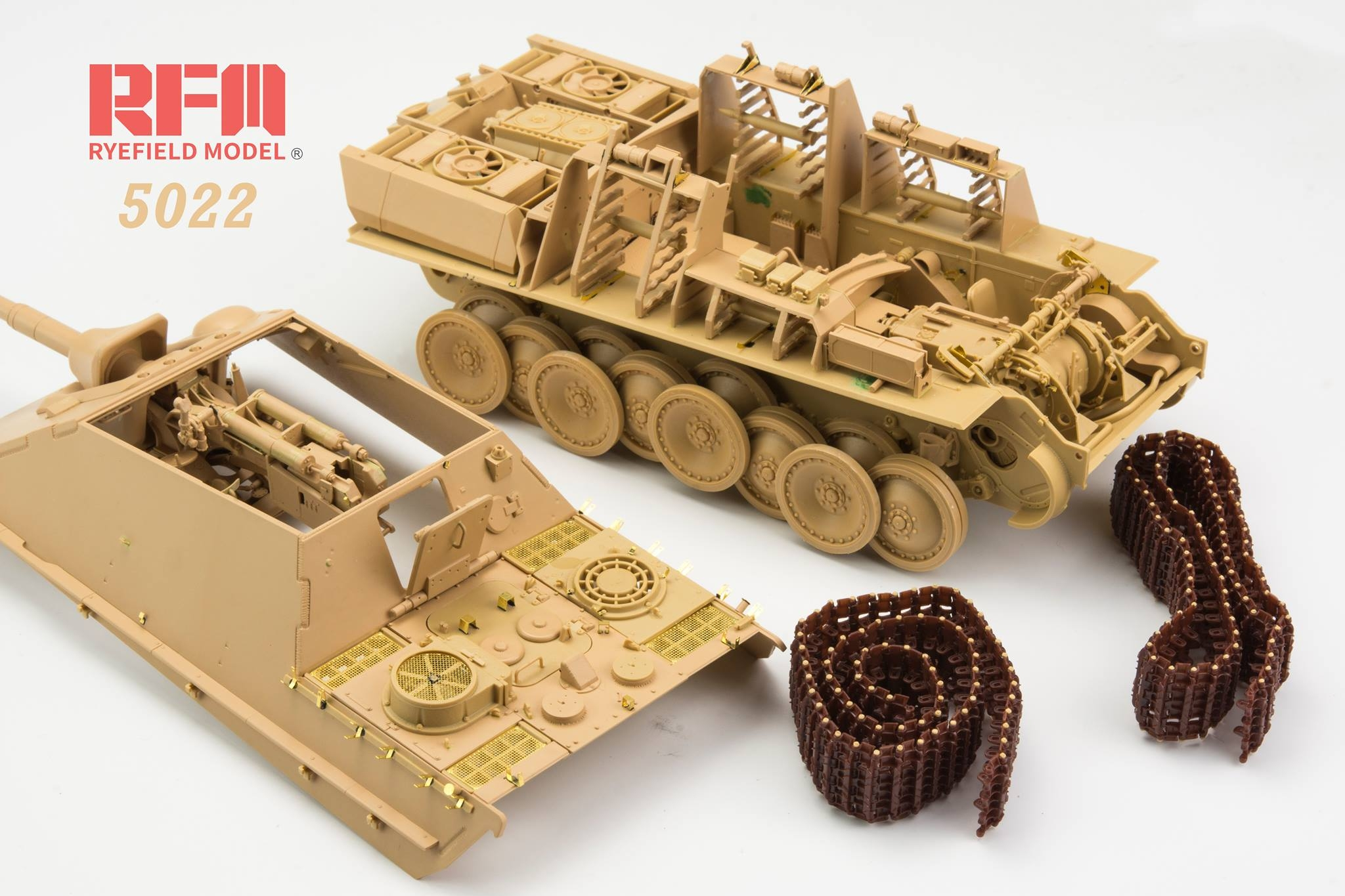 Rye Field Models 1/35 Jagdpanther Ausf.G2 with full interior & workable track links # 5022